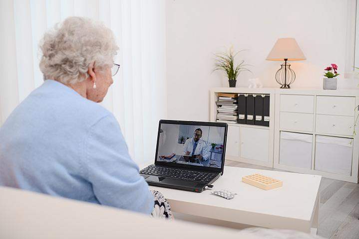 Older adult talking with her doctor on a computer screen